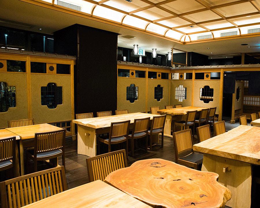 和の趣あるテーブル席と個室席